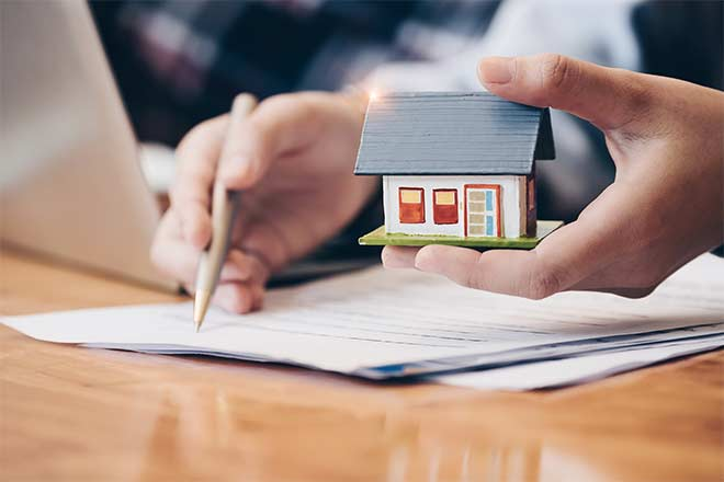 How Soon Before Closing Should I Get Florida Homeowners Insurance?
