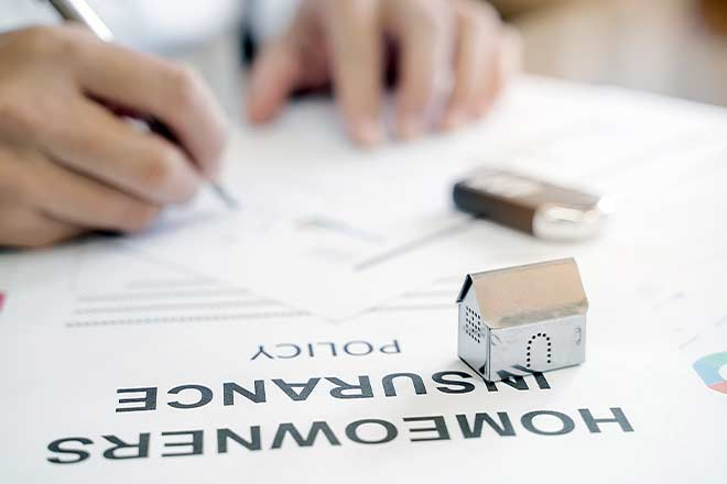 when to get homeowners' insurance when buying a house